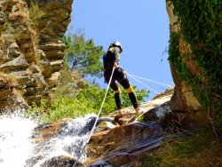 Le canyoning, randonnée aquatique vivifiante